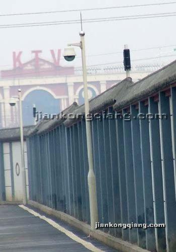 监控墙网提供生产交通标志杆厂家